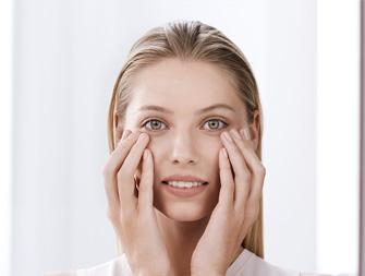 Comment appliquer son soin contour des yeux ?